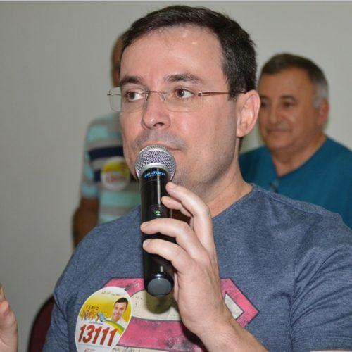 Fábio Novo reúne simpatizantes e lança candidatura em Picos