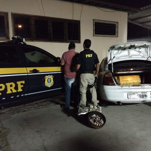 Homem é detido pela PRF com mais de R$ 135 mil em carro na BR 402
