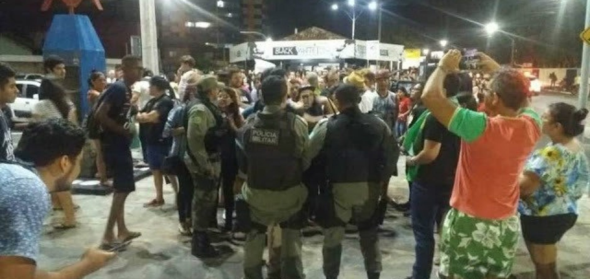 Jovem com camisa do Bolsonaro é agredido em manifestação no Piauí