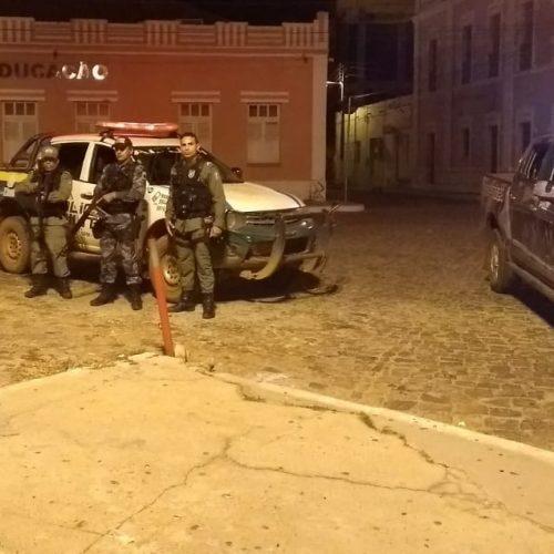 Policiais trocam tiros com bandidos e evitam roubo a banco no Piauí