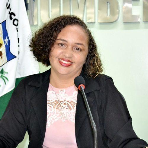 Vereadora Sirlene solicita instalação de regulador de tensão e retirada de 'gambiarras' em Jaicós