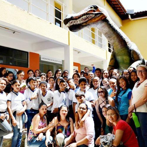 Alunos de Campo Grande do PI visitam Museu de Paleontologia no Ceará