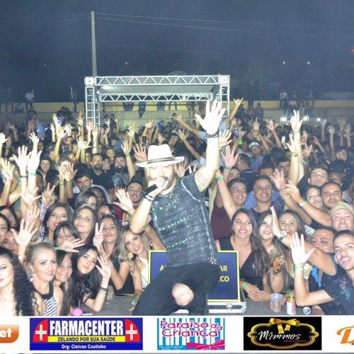 Veja fotos do show de Felipão, Junior Viana e Lucas Barão em Simões