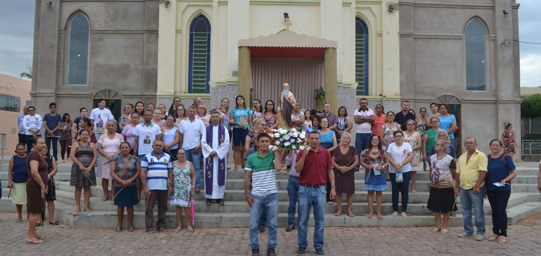 Procissão dá início aos festejos de São Simão, em Simões; veja fotos