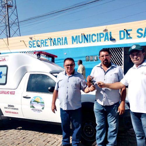 Prefeito entrega nova ambulância para saúde em Francisco Macedo e soma 4 veículos adquiridos na gestão