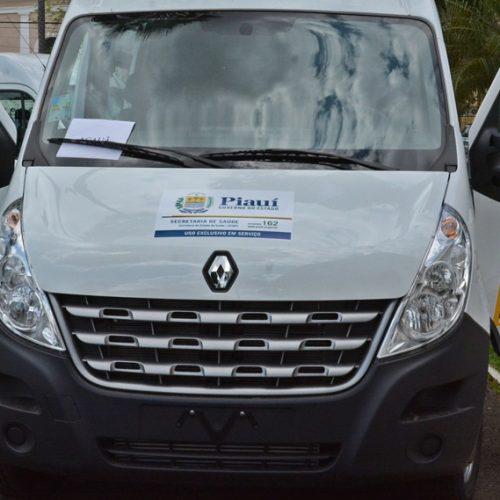 Acauã é contemplado com veículo de 17 lugares para o transporte de pacientes