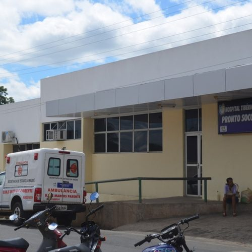 Homem morre e crianças ficam feridas em colisão entre carro e motos no Piauí