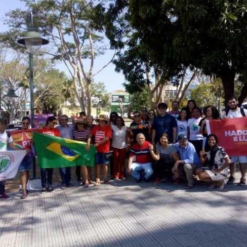 Apoiadores de Haddad saem em carreta de Teresina para a Picos