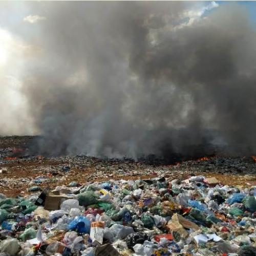 PICOS   Aterro sanitário do Val Paraíso é tomado por chamas