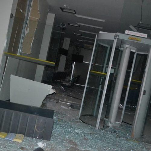 Bandidos explodem Banco do Brasil de Simplício Mendes e fazem reféns