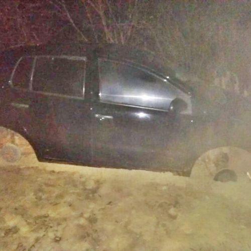 Carro roubado de família de Campo Grande é utilizado em assaltos e abandonado em estrada