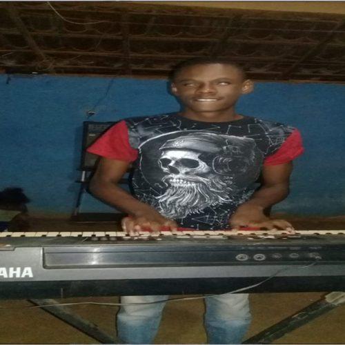 """Jovem de Queimada Nova supera deficiência visual e se torna músico; """"Sonho em me aperfeiçoar com novos instrumentos"""" diz"""