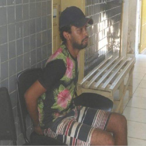 Homem é preso após guardar moto e máquina roubadas em residência