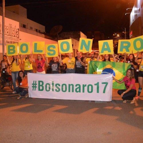 Picoenses realizam carreata em apoio ao presidenciável Bolsonaro