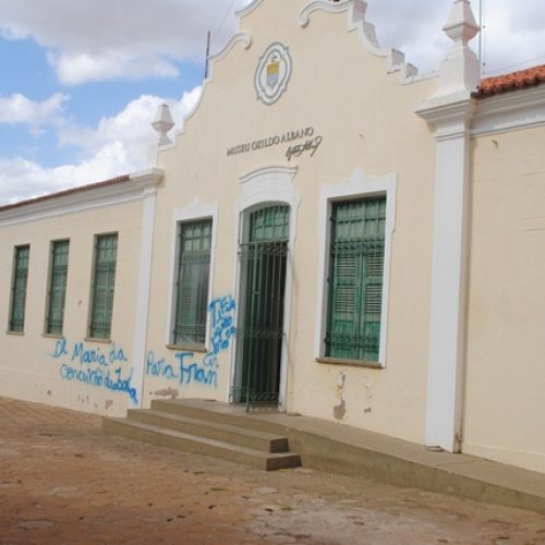 Declaração de amor é pichada em fachada de Museu de Picos