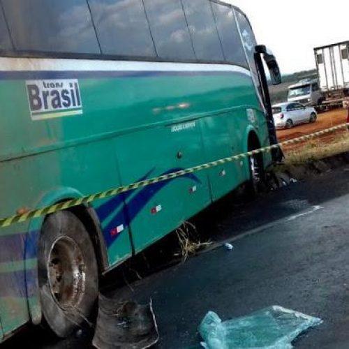 Condutor morre e 13 se ferem em acidente de ônibus que seguia rumo ao Piauí