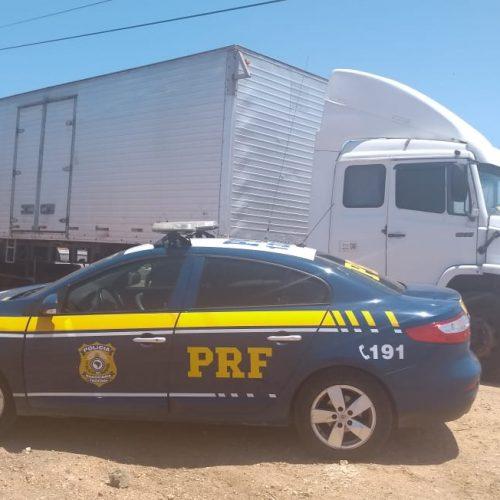 PRF prende condutor por uso de documento falso