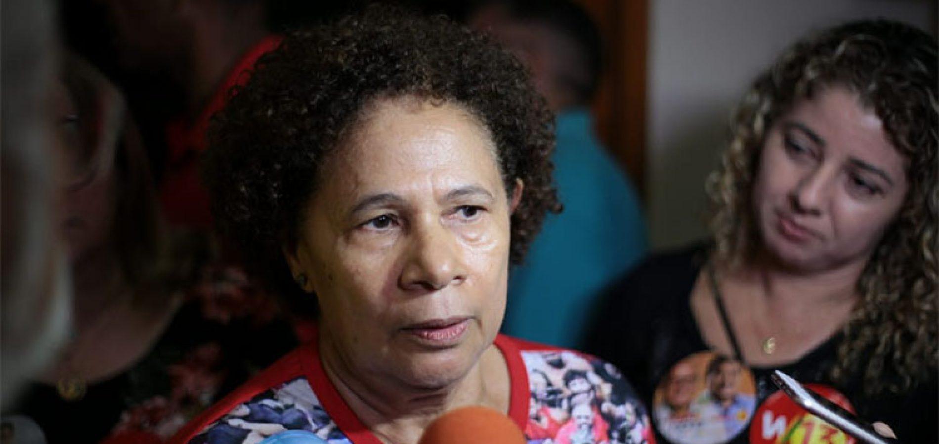 """""""Estava mais do que na hora do Lula ser solto"""", diz Regina Sousa"""
