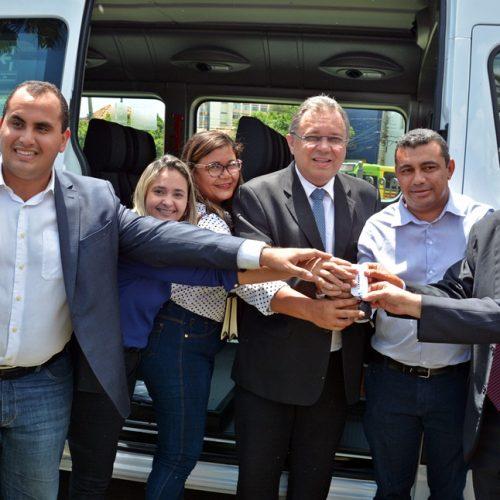 Saúde de Jaicós recebe duas vans para transporte adequado de pacientes