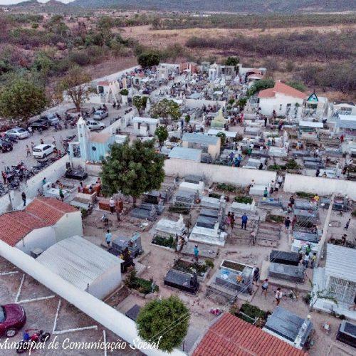 FRONTEIRAS | Centenas de pessoas visitam o cemitério neste Dia de Finados