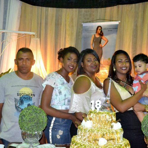 JAICÓS | Com bela festa Larissa comemora 18 anos ao lado da família