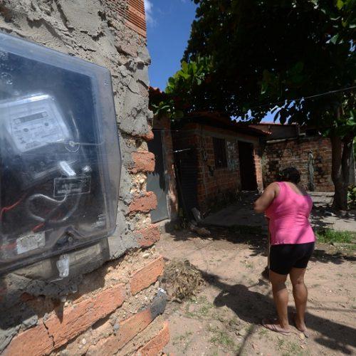 A cada R$ 100 cobrados por energia elétrica, R$ 33,90 são de impostos