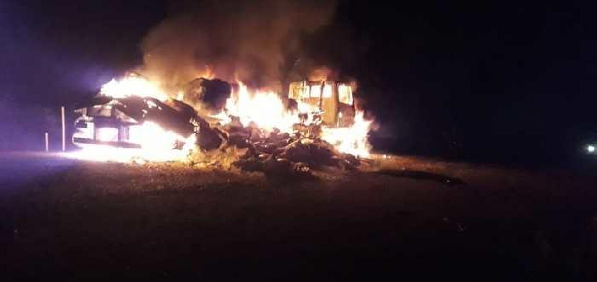 Caminhão carregado de sal pega fogo na rodovia PI-113