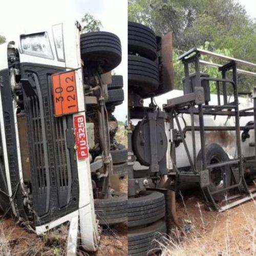 Caminhão carregado de combustível tomba na rodovia PI-236