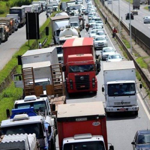 Caminhoneiros discutem possibilidade de nova paralisação no Brasil