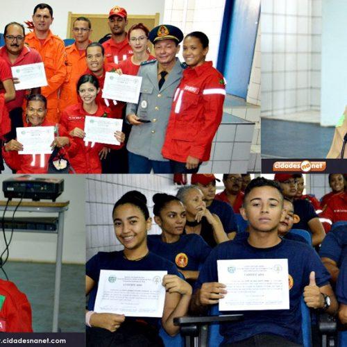 PICOS | Corpo de Bombeiros faz entrega de certificados e homenageia major Cléia Diniz; veja fotos