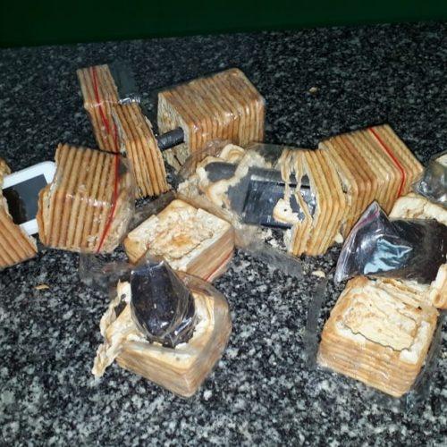 Agentes encontram celulares escondidos em pacotes de biscoito em penitenciária do Piauí