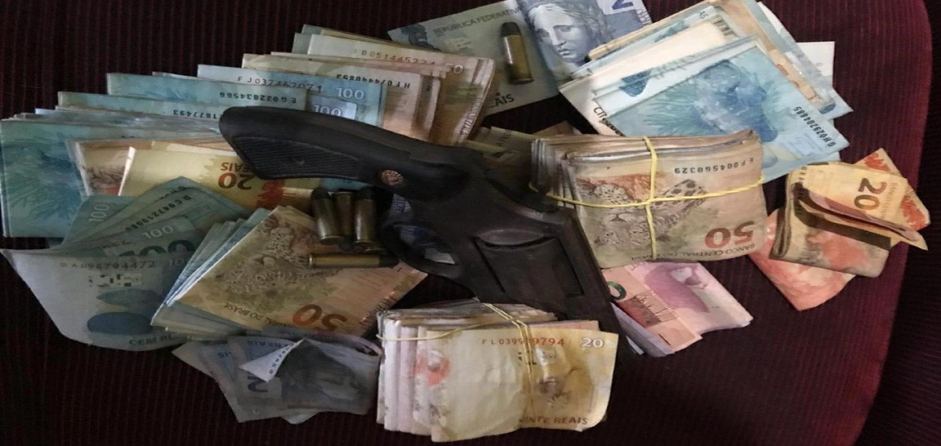 Polícia encontra dinheiro escondido dentro de fogão e prende cinco por tráfico de drogas