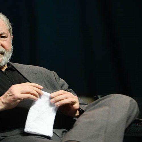 Não vamos baixar a cabeça, diz Lula em mensagem de Ano Novo