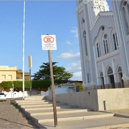 Vereadores de Picos cobram liberação de estacionamento em frente à Igreja Matriz