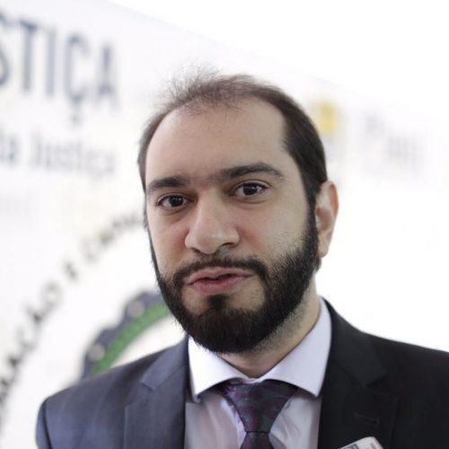 Lucas Villa garante linha de financiamento para jovens advogados