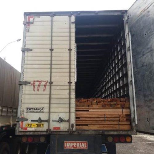PRF de Picos apreende 40 toneladas de madeira ilegal