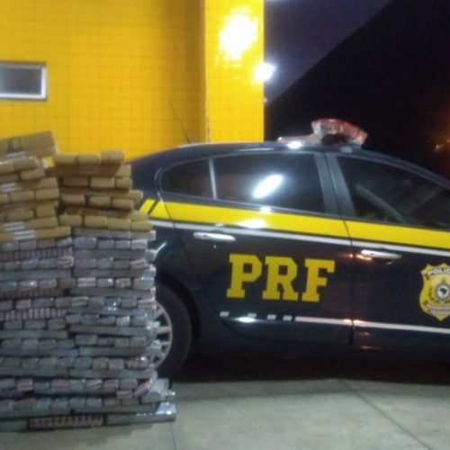Caminhoneiro é preso com quase 300 kg de maconha em compartimento secreto