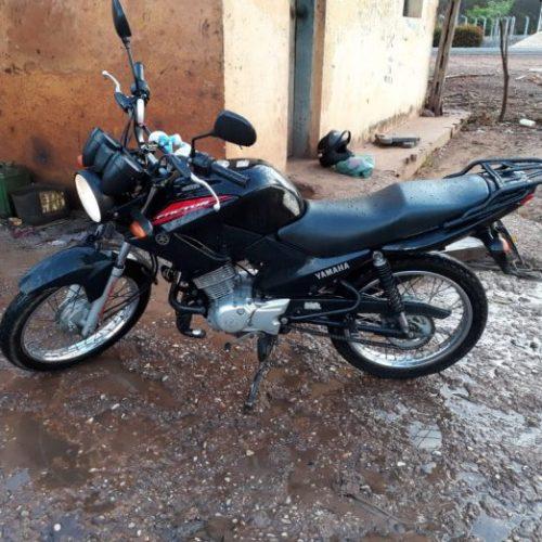Motocicleta é furtada de residência enquanto família dormia