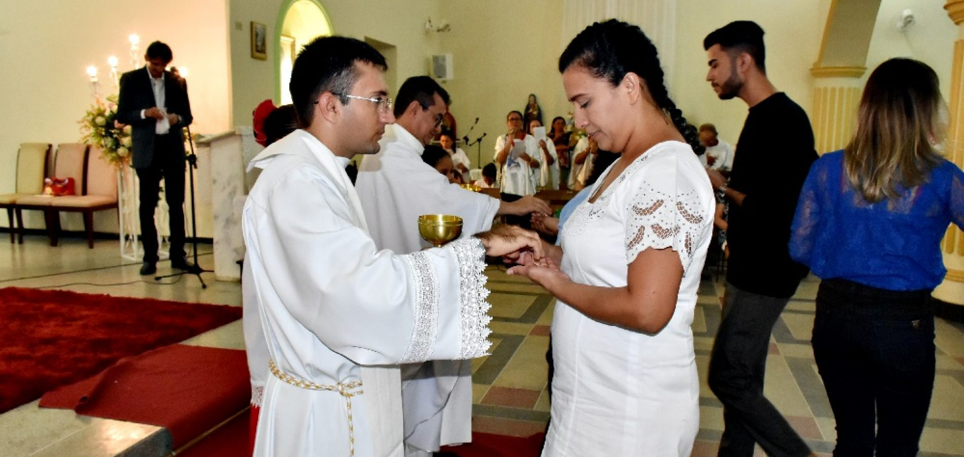 Padre Francisco Sales celebra seus 25 anos de vida sacerdotal com Missa em Fronteiras; veja fotos