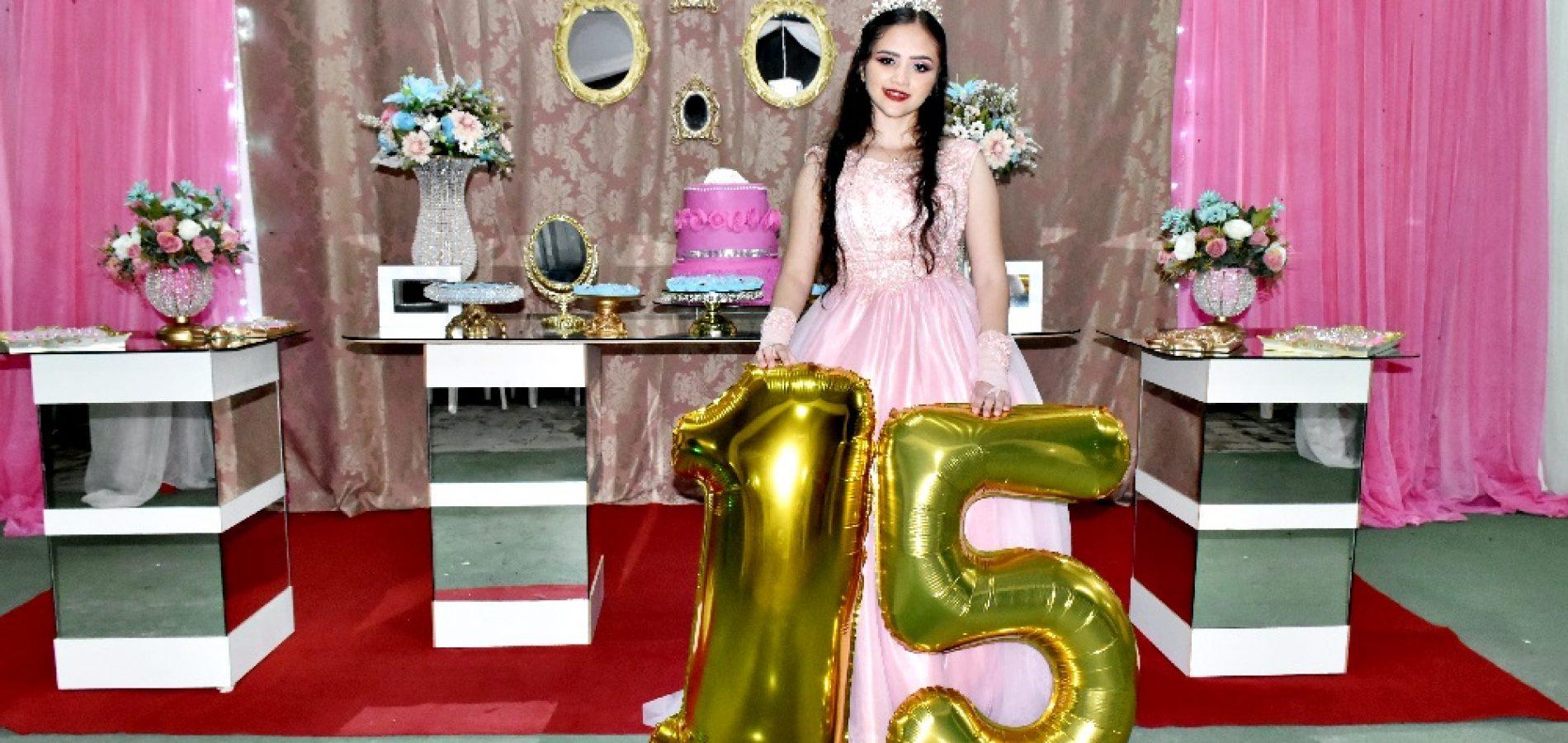 GENTE EM EVIDÊNCIA   Hellayne Camille celebra 15 anos ao lado de familiares e amigos em Alegrete do PI