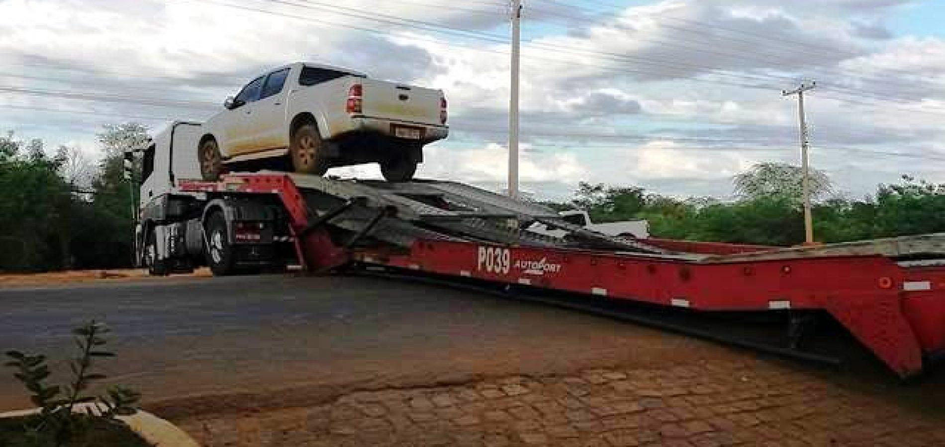 Caminhão encalha e interdita pista principal da BR 316 em Picos; veja fotos