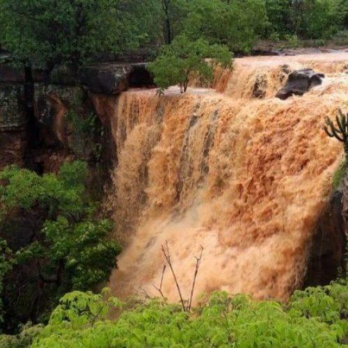Chuva faz ressurgir cachoeira em Bocaina; veja o vídeo