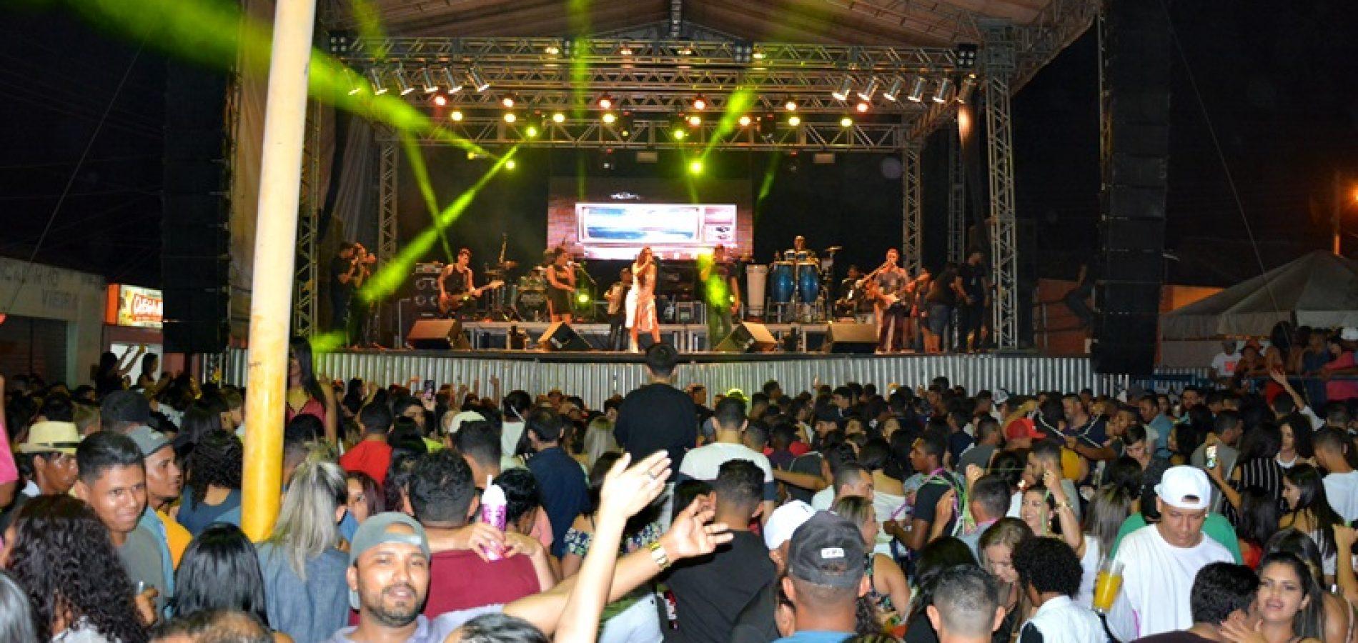 FOTOS | Shows com Desejo de Menina e Dallyson Monteiro na festa de final de ano em Jacobina do Piauí