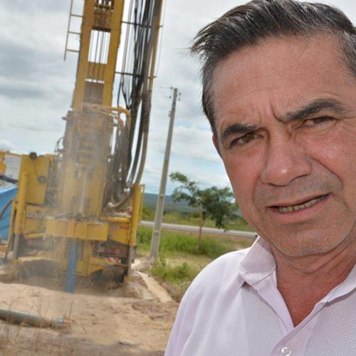 Prefeito Erculano assina convênios para projetos de abastecimento de água em Geminiano