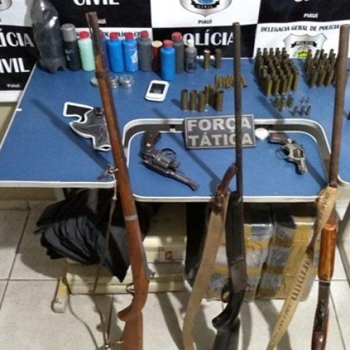 Força Tática de Picos prende homem com arsenal de armas e munições em Bocaina