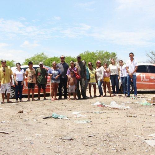 Equipe Cidades na Net entrega doações às famílias que trabalham no lixão de Jaicós