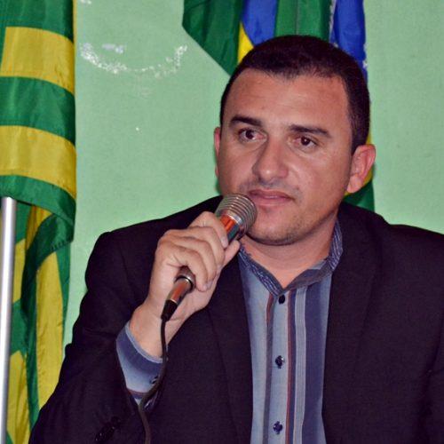 Em sessão marcada por tumulto, Rafael é reeleito presidente da Câmara em Massapê do Piauí