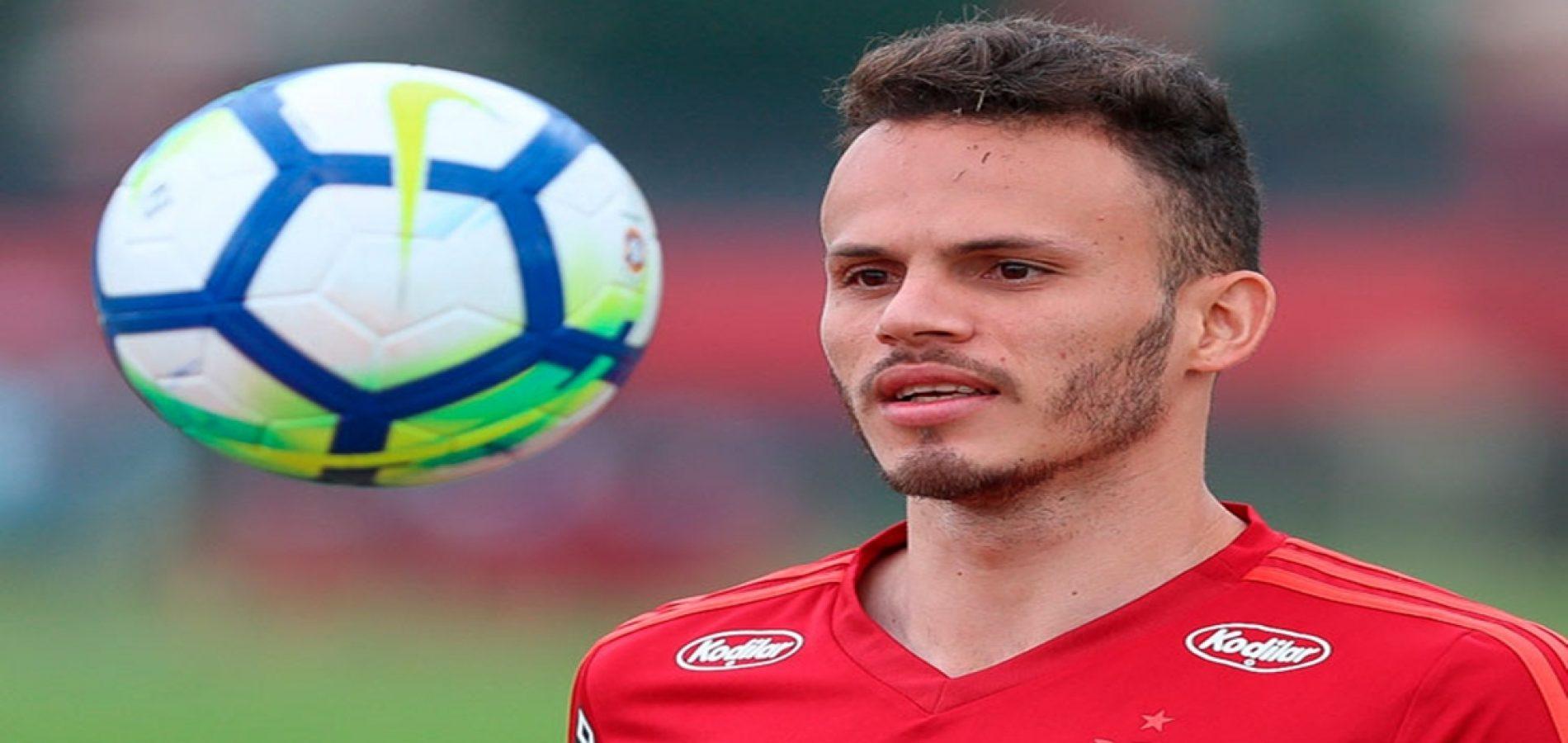 Picoense Renê leva o prêmio de melhor lateral esquerdo do Brasileirão 2018