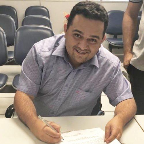 CARIDADE   Prefeito Toninho assina convênio de R$ 229 mil para pavimentação de ruas