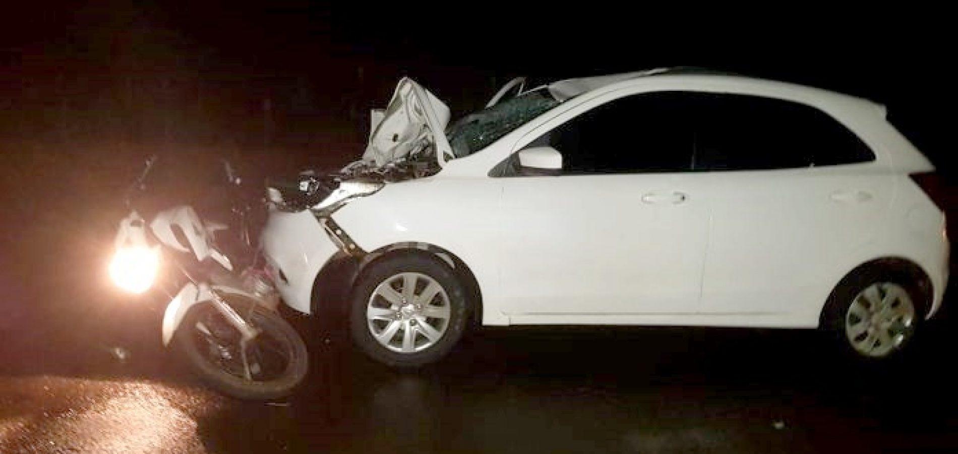 Suspeitos de furtar moto morrem após colisão com carro em estrada do Piauí